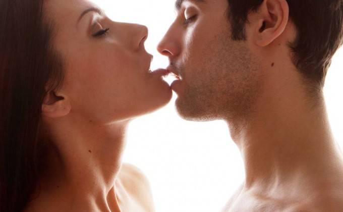 Sexul oral creşte riscul apariţiei cancerului. Cele cinci semne prin care boala poate fi depistată